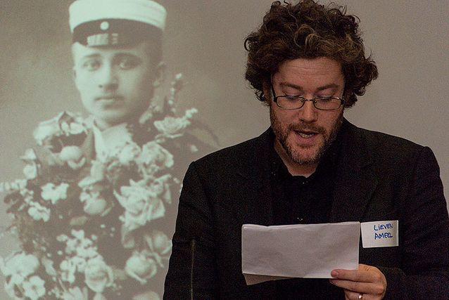 Lieven Ameel esiintymässä humanistisen tiedekunnan Väitöskirja kuvina -tilaisuudessa 10.4.2014. Kuva: Mika Federley.