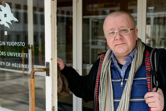 Juha Föhr Metsätalon ovella keväällä 2015. Kuva: Mika Federley.