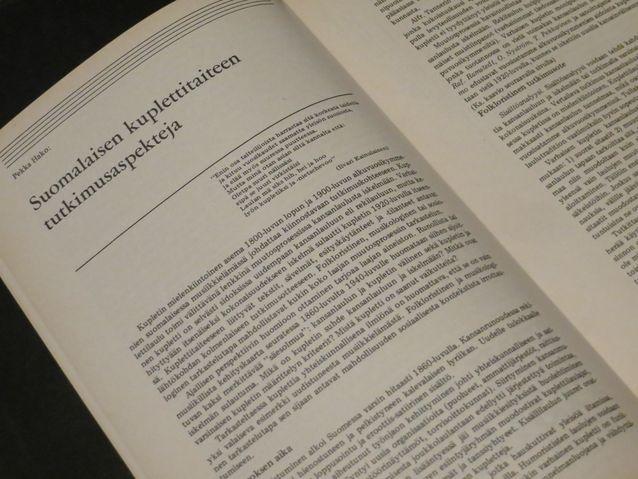 Musiikkitieteen proseminaariesitelmä oli Pekka Hakon ensimmäinen puolitieteellinen julkaisu (Synkooppi op. 2).