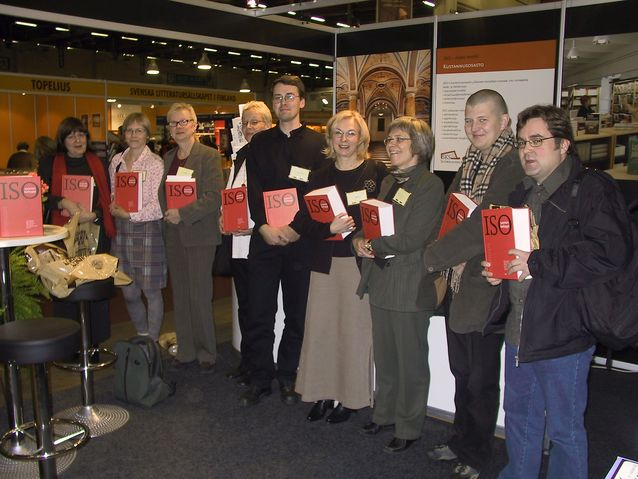 ISK:n tekijät Helsingin kirjamessuilla 2004