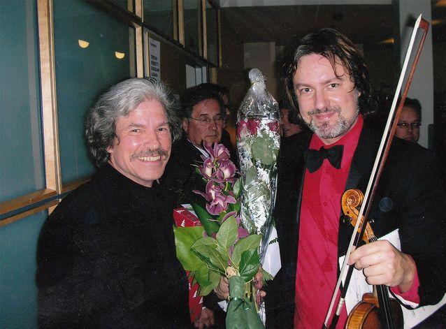 Solistina Alla madre -viulukonserton kantaesityksessä vuonna 2008 oli Kurt Nikkanen. Kuva: Matti Kivekäs.