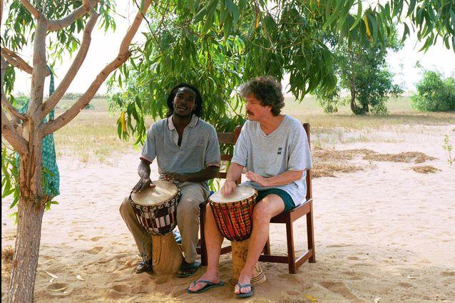 Länsiafrikkalaisia rytmejä Beninissä vuonna 2001. Kuva: Riitta Heiniö.