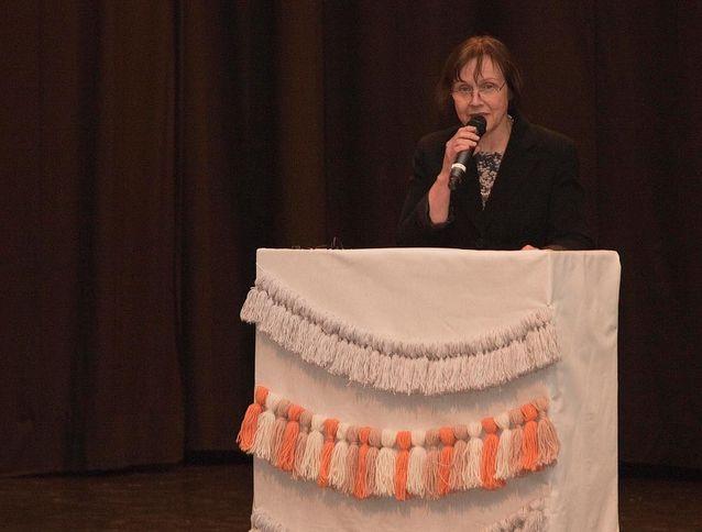 Puhujana Helminauhaliiton juhlassa. Kuva: Heli Kolho