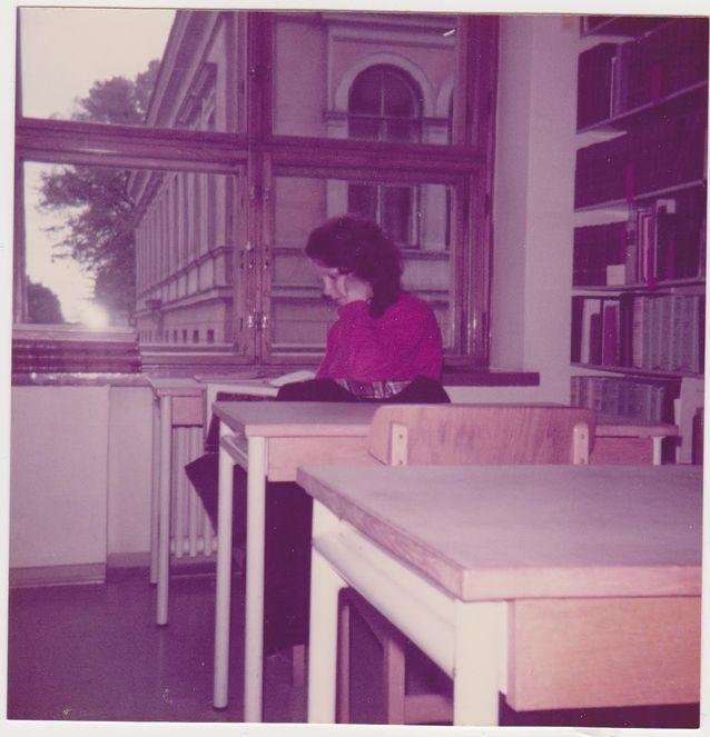 Nuorena opiskelijana vuonna 1983 seminaarikirjastossa. Kuva: Virpi Hämeen-Anttila