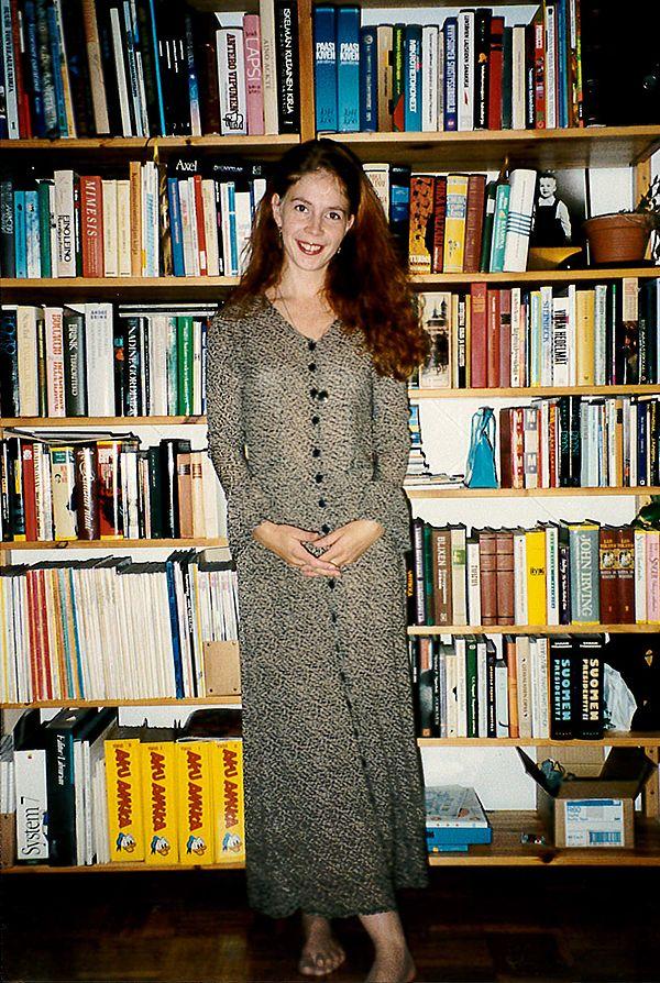 Gradua vaille valmis opiskelija ja kustannustoimittaja ensimmäisenä työpäivänään syksyllä 1994.