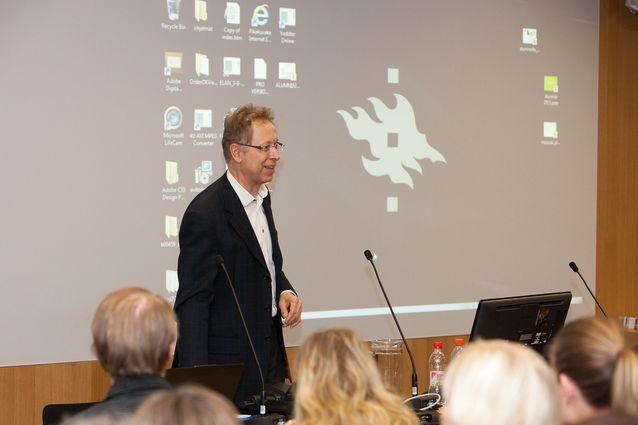 Suomen kielen alumni-ilta Kaisa-talon kirjastossa 2013. Kuva: Sasa Tkalcan