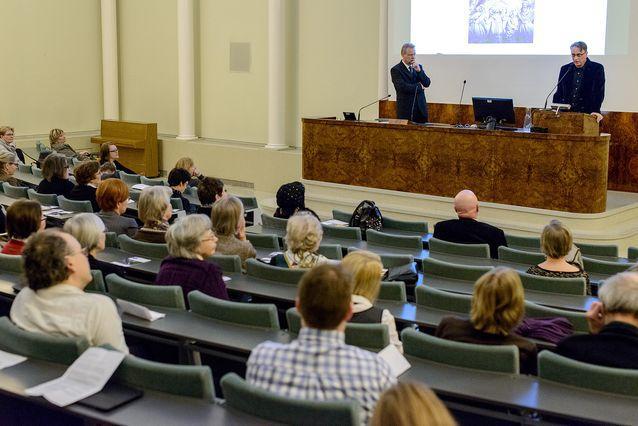 Lars-Folke Landgrén Mikko Huhtamiehen kanssa Helsingin yliopiston alumnipäivän tapahtumassa 29.1.2015. Kuva: Mika Federley.