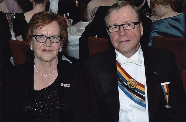 Mirja ja Arvi Lind Wiipurilaisen Osakunnan Pamaus-revyyssä 30.11.2013 ravintola Pörssissä.