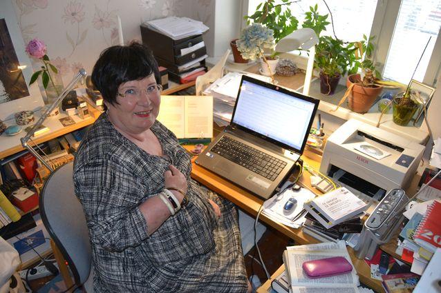 Työhuone on pieni, mutta suloinen. Kuva: Laila Nevakivi.