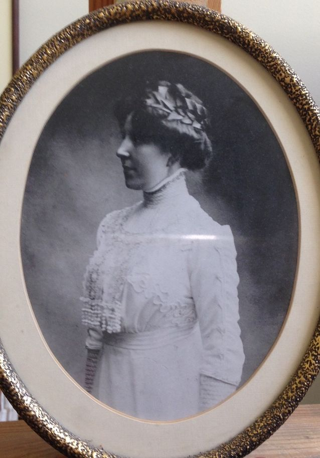 Kuvassa Iris Schwanckin isoäiti Ada Mäkinen riemumaisterina.