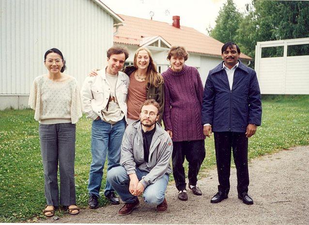 Folklore Fellows' Summer School -tutkijakurssin osallistujia 1997 Kiinasta, Makedoniasta, Ruotsista, Latviasta, Intiasta ja Virosta.