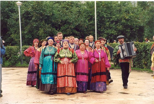Izhman komien laulajia vuonna 2004. Kuva: Anna-Leena Siikala.