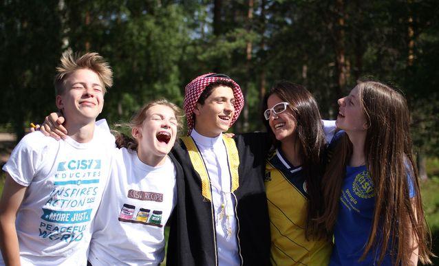 CISV on kansainvälisyyskasvatusjärjestö, jonka tavoite on kasvattaa lapsista ja nuorista aktiivisia maailmankansalaisia. Olin itse mukana CISV-ohjelmissa lapsena, nyt omat poikani ovat olleet leireillä ja minä tuen hyvää asiaa vapaaehtoistyöllä. Kuva: Linda Nummelin.
