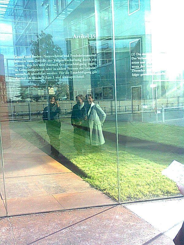 Saksassa tutustumassa lakikielen toimituskuntaan ja Bochumin yliopiston kielikonsultointiin.