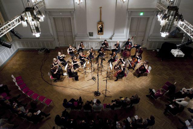 Kamariorkesteri Wegelius kammarstråkar konsertoimassa. Kuva: Rikhard Tiula.