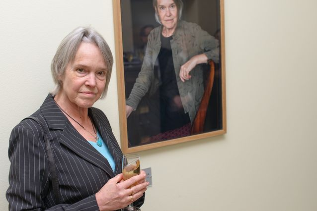 Since 2014, Merete Mazzarella's portrait has been hanging on the wall in Nordica's premises in the Metsätalo building at the University of Helsinki. In the picture above, the professor emerita herself poses with it in its unveiling. Picture: Mika Federley.