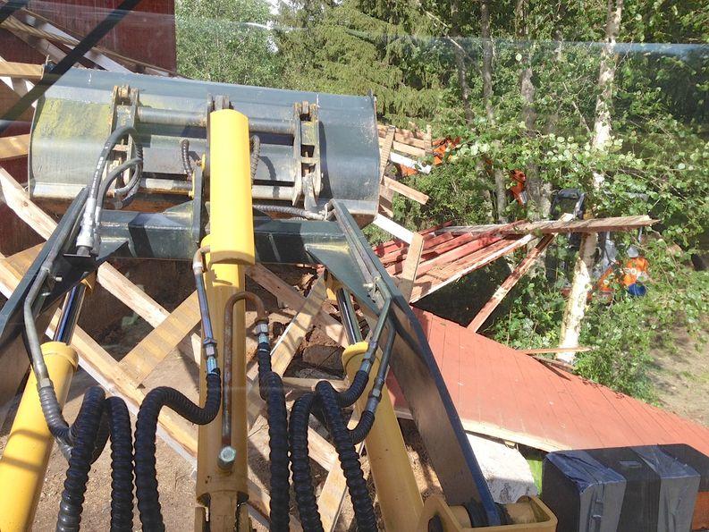 Lantalan tuhoaminen oli suhteellisen helppoa - uuden rakentaminen sitten onkin hieman hankalampaa.