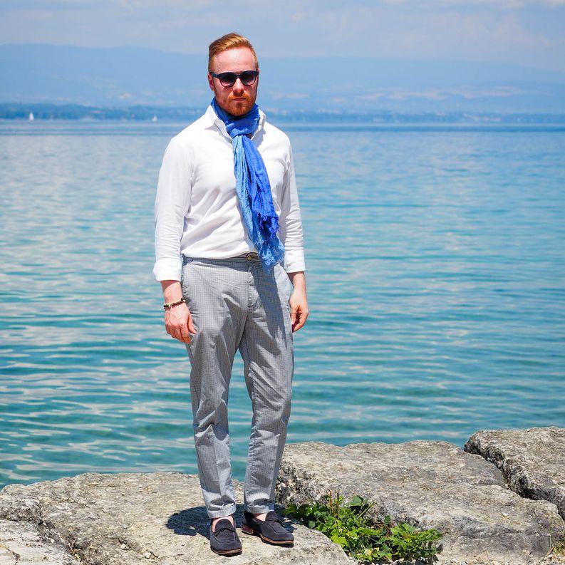 Huivia tuli hieman pidettyä jopa helleaallon päivinä poltettuani Geneven rannalla kaulani. Sen siitä saa kun suomalainen albiino painaa italialaisittain napit auki maailmalla.