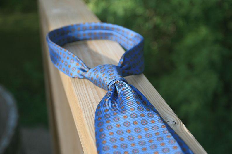 Drake'sin solmioon saa juuri riittävän huolettoman ja viimeistelemättömän solmun.