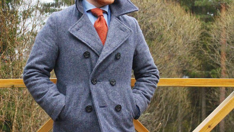 Tämän takia haluat kuusinappisen takin. Napitus luonnolliselta vyötärölinjalta antaa takille muotoa.