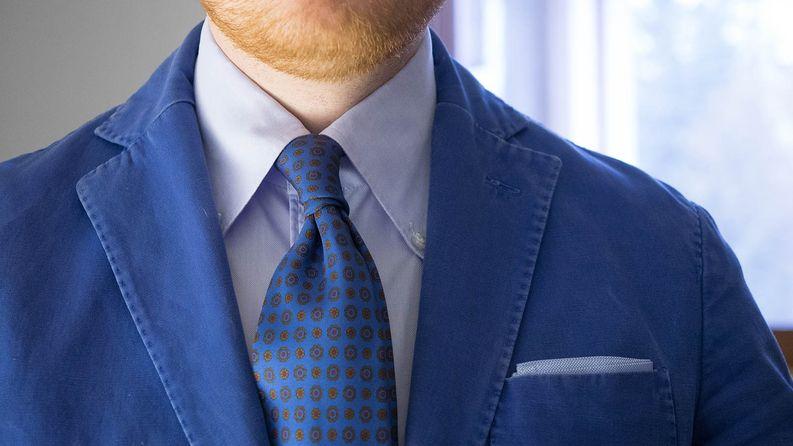 Tämä Borrellin BD on ollut toistaiseksi kaappini ainoa solmion kanssa käytettävä nappikauluspaita. Näitä ei alle satasen uusina osteta: kiitos @nikoimpio! Hieman erilaisen hintalapun perustelevat mm. täysin käsin ommellut pääsaumat.