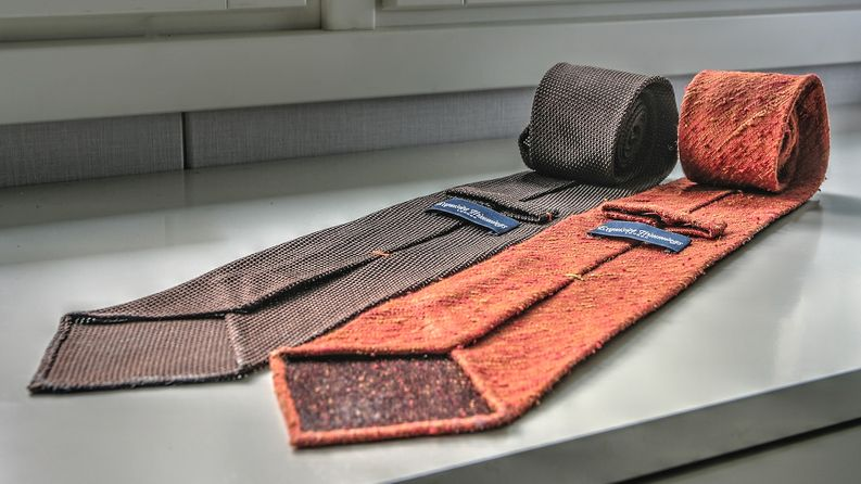 Molemmat kuvan solmiot ovat untipped.