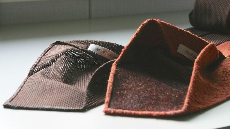 Nämä solmiot ovat 3-fold ja vuorattuja.