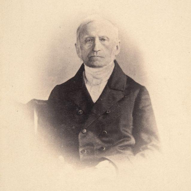 Käyntikorttikuva Carl Linden tekemästä kuvasta. Museovirasto.