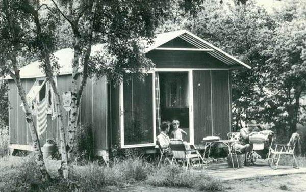 """Die ersten Ferienhäuser in De Lommerbergen hießen """"Bungaletten"""" und bestanden aus Aluminium."""