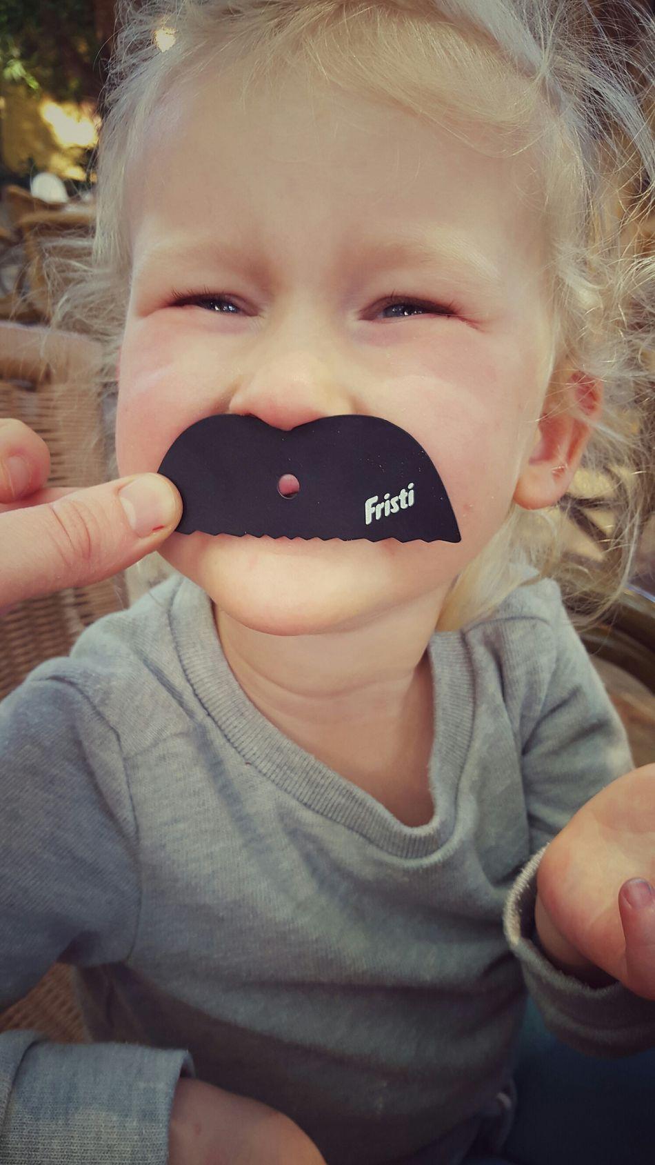 Einen Schnurrbart wachsen lassen