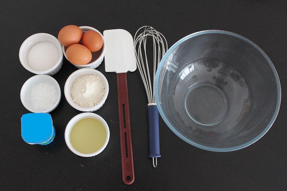 Grundzutaten für einen Joghurtkuchen