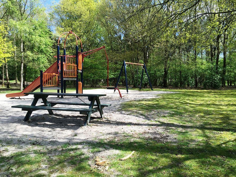 Picknickplatz 3 in Het Meerdal: Spielplatz am Rand