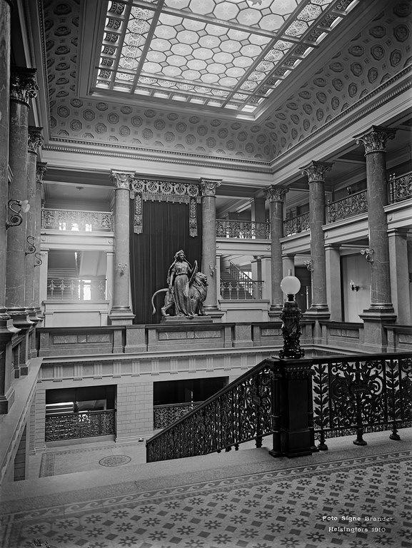 Säätytalo valmistui säätyvaltiopäivien kokouspaikaksi vuonna 1891 ja se sijaitsee osoitteessa Snellmaninkatu 9-11. Kuva: Brander Signe, Helsingin kaupunginmuseo.