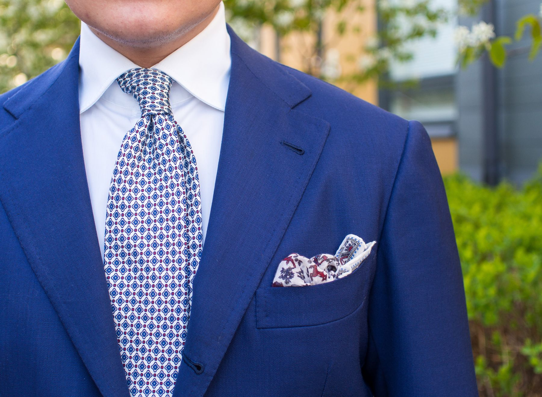 7ccb77f1bd3 ... blue jacket fabric and the pocket square with similar color palette. I  love how the white tie makes the general outfit so very fresh and a little  bit ...