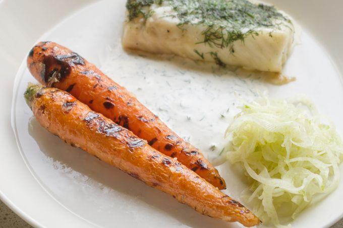 grillatut marinoidut porkkanat ja kalanyytit