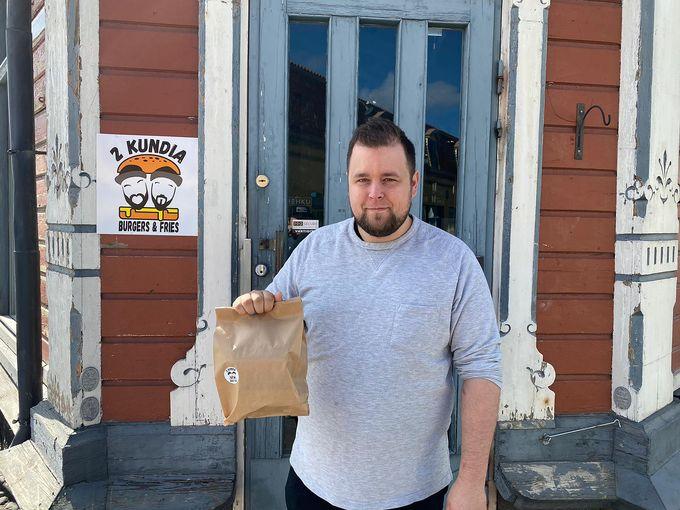 Joonas Lauronen, 2 Kundia Burgers & Fries