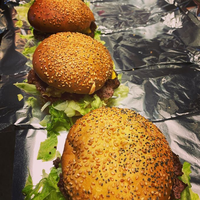 2 Kundia Burgers & Fries burgerit