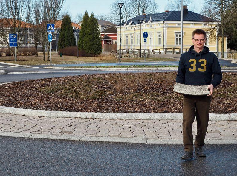 Jouko Helin, Asennuskivi