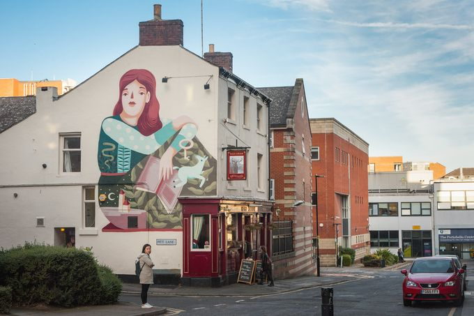 Mural on The Red Deer pub by Frau Isa. Photo by Chris Saunders