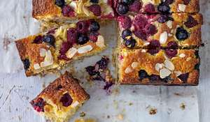 Summer Berry Shortbread Cake