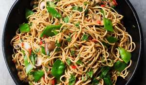 Nigella Lawson's Noodles with Mushrooms and Mangetouts Recipe