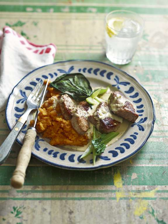 Ainsley Harriott's Pork Medallions with Rum, Cream and Nutmeg Sauce