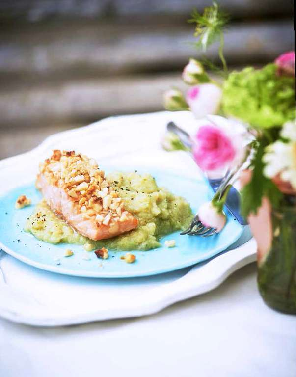Almond-crusted Salmon with Cauliflower Purée