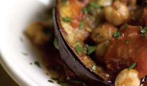 Aubergines with Tomatoes and Chickpeas (Mussaka'A Menazzaleh)