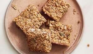 Breakfast Bars with Chia Seeds and Dates