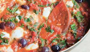 Oozy Tomato Sauce with Spinach and Olives (Sugo al Pomodoro con Olive e Spinaci)
