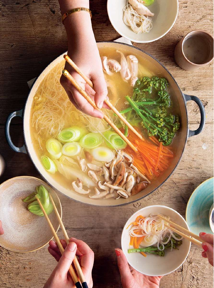 Mizutaki a japanese hot pot the happy foodie mizutaki a japanese hot pot forumfinder Images