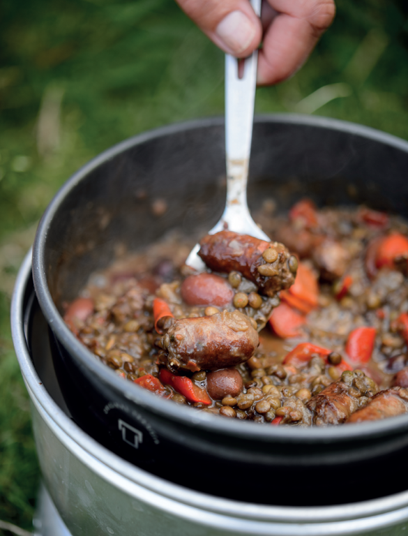 Chipolatas, red peppers and Puy Lentils