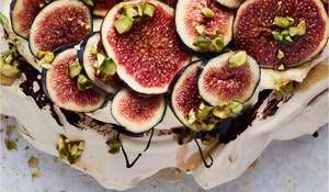 Cinnamon Pavlova, Praline Cream and Fresh Figs