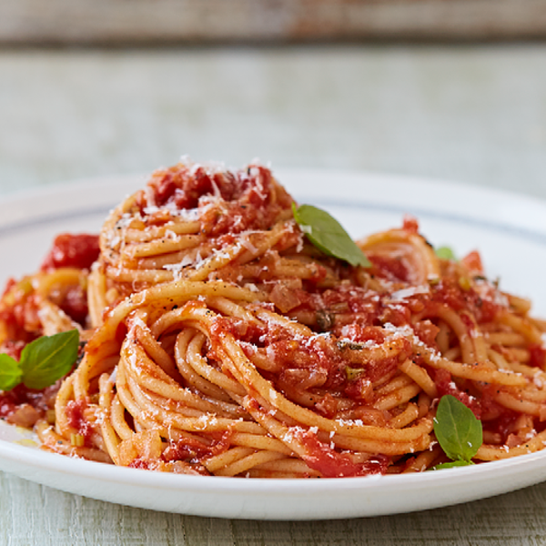 Classic Tomato Spaghetti From Jamie Oliver S Food Revolution Collection This Is A Great Midweek Vegetarian Dinner It Will Be A Hit With Any Pasta Lover
